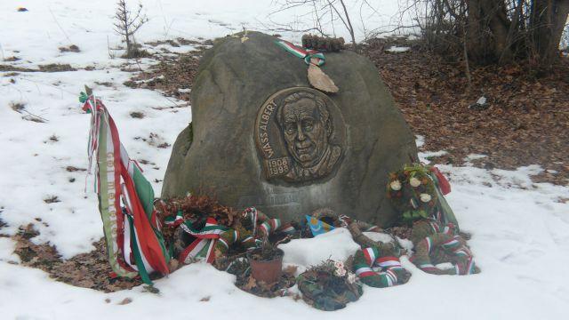 A síremlék - merakodva a lelkek hálájával (Turcsány Péter felvétel 2012. január 6.)